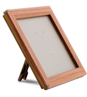 <li> Snap frame with wood print<br><li> With or without foot<br><li> Lightweight plastic back<br><li> 14 mm profile