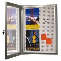 <li> Showbord 100% waterdicht voorzien van slot met sleutel<br><li> Achterwand magnetisch en kurk<br><li> Profielbreedte 45 mm. Kast dikte 36 mm<br><li> De deur valt om het profiel heen