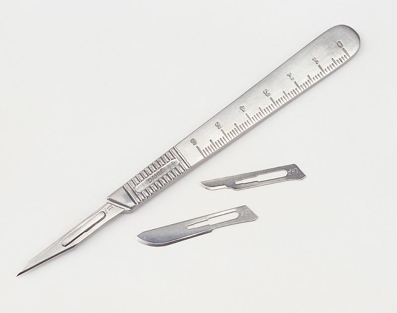 Scalpel in metal holder inclusive knife