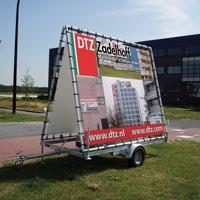 Mobiel billboard frame 2400 x 2880 mm geleverd met buizenframe opbouw t.b.v. model A