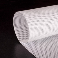 IKONOS Meshdoek 45% lucht doorlating Kleur: wit mat Breedte: 320 cm  Rol lengte: 50 meter  Dikte: 380 gram